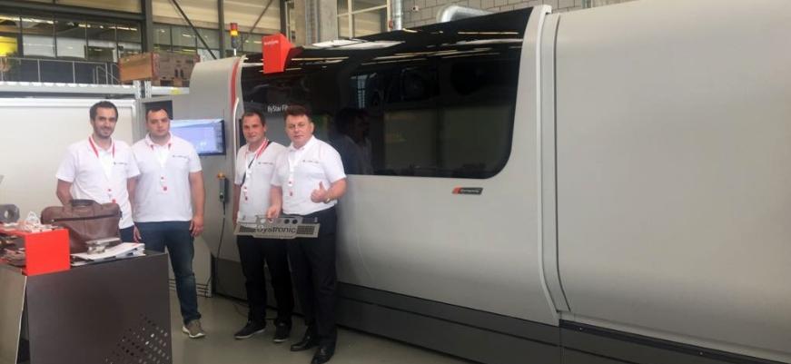 Mitarbeiter von Laser Inga bei einem Besuch in der Bystronic Fabrik im schweizerischen Niederönz